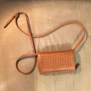 Handbags - Tan wallet adjustable cross body purse.Convertible
